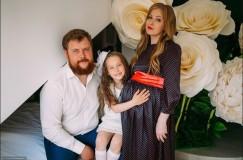 Семейное фото 2018 года. А вскоре у Хмелевых родилась еще одна дочка — Полина.
