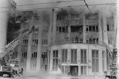 Гостиница «Сибирь» загорелась в ночь на 13 марта 1995 года. Пожар уничтожил центральную и левую части гостиницы — 3325 кв. метров поэтажной площади.