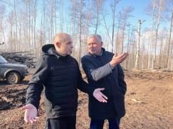 Сергей Сокол с мэром Эхирит-Булагатского района Игорем Усовым оценили ситуацию на месте.